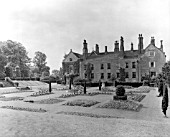 THE GARDEN FRONT OF CUCKFIELD PARK, BUILT IN 1574 FOR HENRY BOWYER.