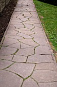PATH WITH PAVEMENT OF NATURAL STONE