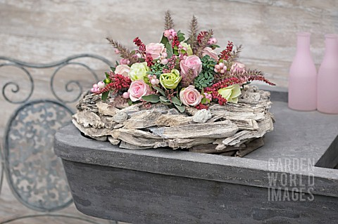 FLOWER_ARRANGEMENT_WITH_PINK_ROSES_ON_A_WREATH_OF_DRIFTWOOD