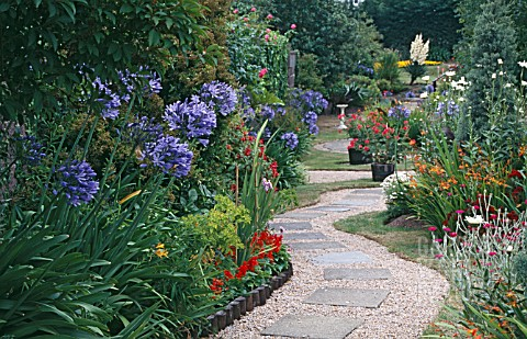 PAVED_GARDEN_AT_CHATEAU_VALEUSE_HOTEL__JERSEY_