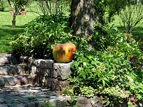 APPLE_STATUE_VASCUEIL_NORMANDY