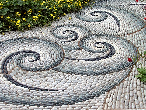 PATH__PEBBLE_MOSAIC_PATTERN__CHELSEA_2004__THE_CANCER_RESEARCH_UK_LIFE_GARDEN__DESIGN_JHUDSON__E_DE_