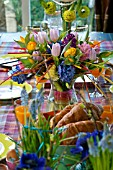 EASTER BREAKFAST - TULIPA AND HYACINTHUS TABLE DECORATION