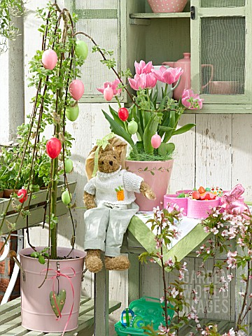 EASTER_BALCONY_WITH_PINK_TULIPS