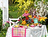 COLOURFUL EASTER TABLE