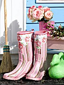 WELLIES WITH ROSE BLOSSOM PRINTS