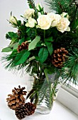 WINTRY BOUQUET: FIR BRANCHES, ROSES, FIR CONES