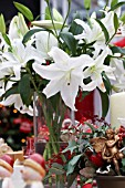 CHRISTMAS TABLE ARRANGEMENT WITH FLORISTS LILIUM