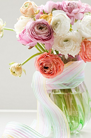 RANUNCULUS_FLORAL_ARRANGEMENT_IN_VASE