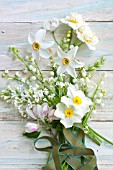 MIXED WHITE FLOWERING BOUQUET