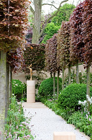 THE_LAURENT_PERRIER_BICENTENARY_GARDEN_DESIGNER_ARNE_MAYNARD_RHS_CHELSEA_FLOWER_SHOW_2012__FOCAL_POI