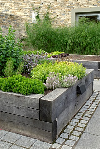 CONTEMPORARY_WALLED_KITCHEN_GARDEN