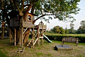 TREE HOUSE AND PLAY AREA IN COUNTRY GARDEN