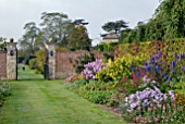 EARLY AUTUMN BORDER AT OZLEWORTH PARK, GLOUCESTERSHIRE