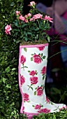 HUNTERS WELLINGTON BOOT PLANTED WITH PINK ROSES