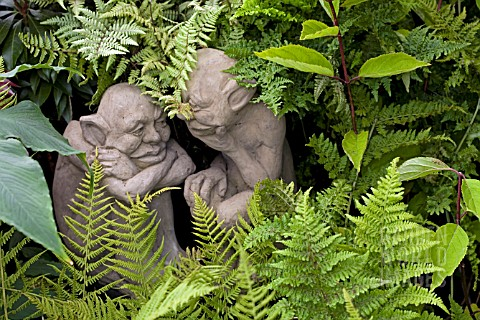 IMP_STATUES_SITTING_IN_AMONGST_FERNS