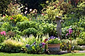 ASHOVER,  STREETLY,  VIEW OF THE POND AREA WITH STATUE,  NGS,  MAY