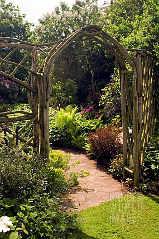 RUSTIC_WOODEN_ARCH_AND_TRELLIS_WORK_AT_WHIT_LENGE_GARDEN__HARTLEBURY