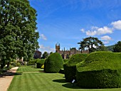 TOPIARY HEDGES, SUDELEY CASTLE GARDENS