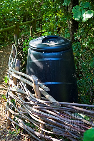 COMPOSTING_BIN_AT_CAMLEY_STREET_NATURE_RESERVE_KINGS_CROSS_LONDON
