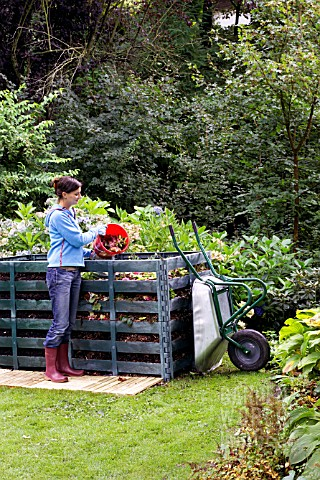 ADDING_GREEN_WASTE_TO_COMPOST