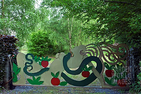 CONTEMPORARY_HAND_CRAFTED_STEEL_GATE_SCULPTURE_OF_EVE_THE_APPLE_AND_THE_SERPENT_GARDEN_ART_WITHIN_CO