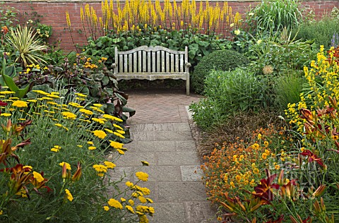 HOT_BORDER_WITH_WOODEN_BENCH_AT_WOLLERTON_OLD_HALL_