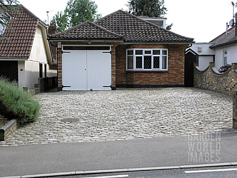 PAVED_FRONT_GARDEN_WITHOUT_PLANTS_______