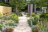 DAILY TELEGRAPH GARDEN BY CLEVE WEST BEST IN SHOW 2011