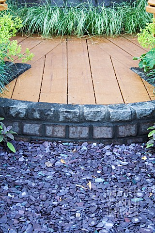 CHIPPED_SLATE_AGAINST_RAISED_DECKING
