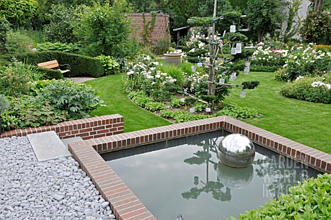 WATER_BASIN_AT_THE_EDGE_OF_A_ROSE_GARDEN