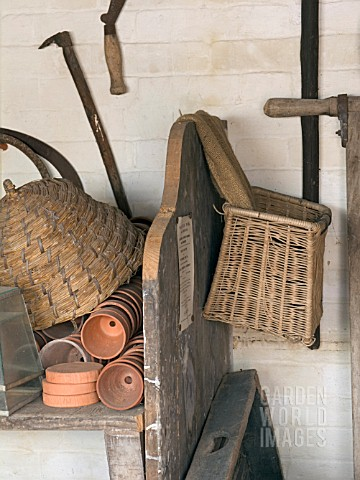 TRADITIONAL_GARDENING_EQUIPMENT