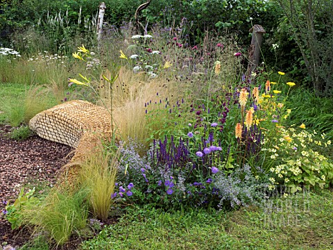 JORDANS_WILDLIFE_GARDEN_DESIGNED_BY_SELINA_BOTHAM_NATURAL_PLANTING_WITH_SCULPTURED_STRAW_BENCH